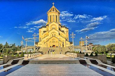 کلیسای جامع تثلیث شهر تفلیس، بزرگترین کلیسای ارتدکس در جهان